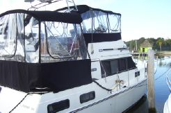 1987 Carver Yachts Aft Cabin 3607