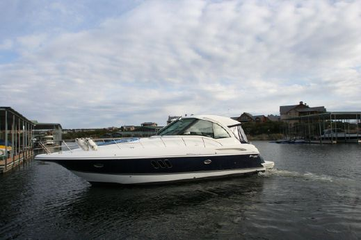 2010 Cruisers Yachts 420 Sports Coupe
