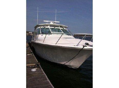 2005 Cabo Yachts 40 Express Hardtop
