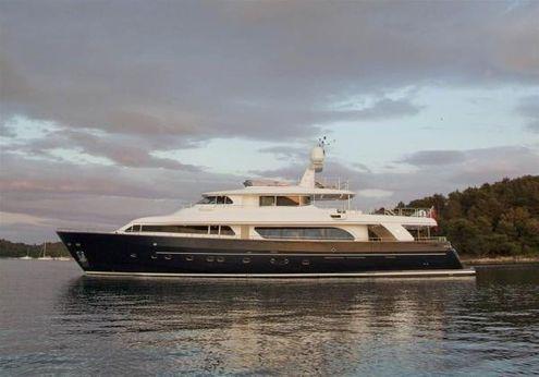 2007 Ferretti Yachts Custom Line Navetta 30
