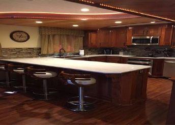 thumbnail photo 2: 2016 Custom Houseboat