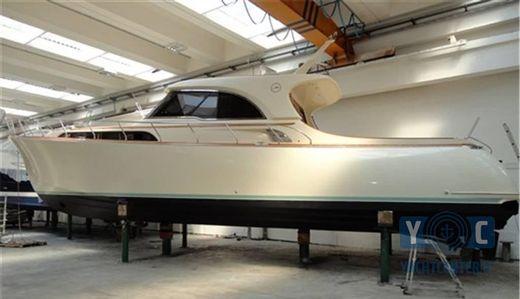 2004 Mochi 51 Dolphin