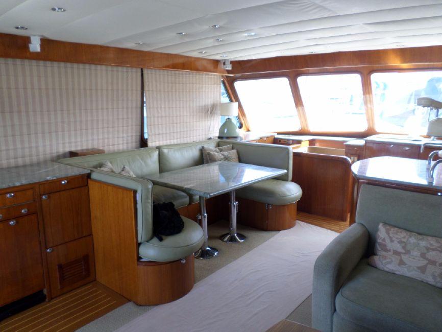 Pacifica 67 Convertible Sportfisher Salon Interior