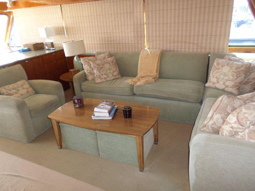 Pacifica 67 Convertible Sportfisher Salon Sofa