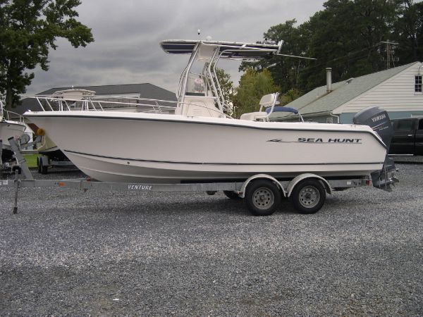2005 Sea Hunt Triton 220 WRM Stock # WRM-579 This Sea Hunt Triton 220 Center ...