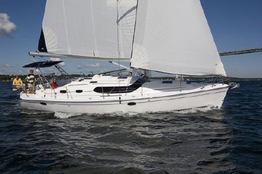 2015 Marlow Hunter 45 Deck Salon