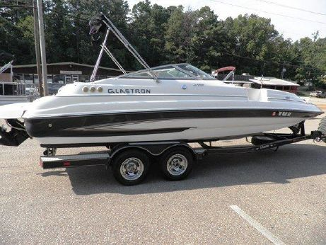 2006 Glastron DX 235 Deckboat