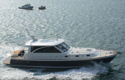 2013 Hunt Yachts 68