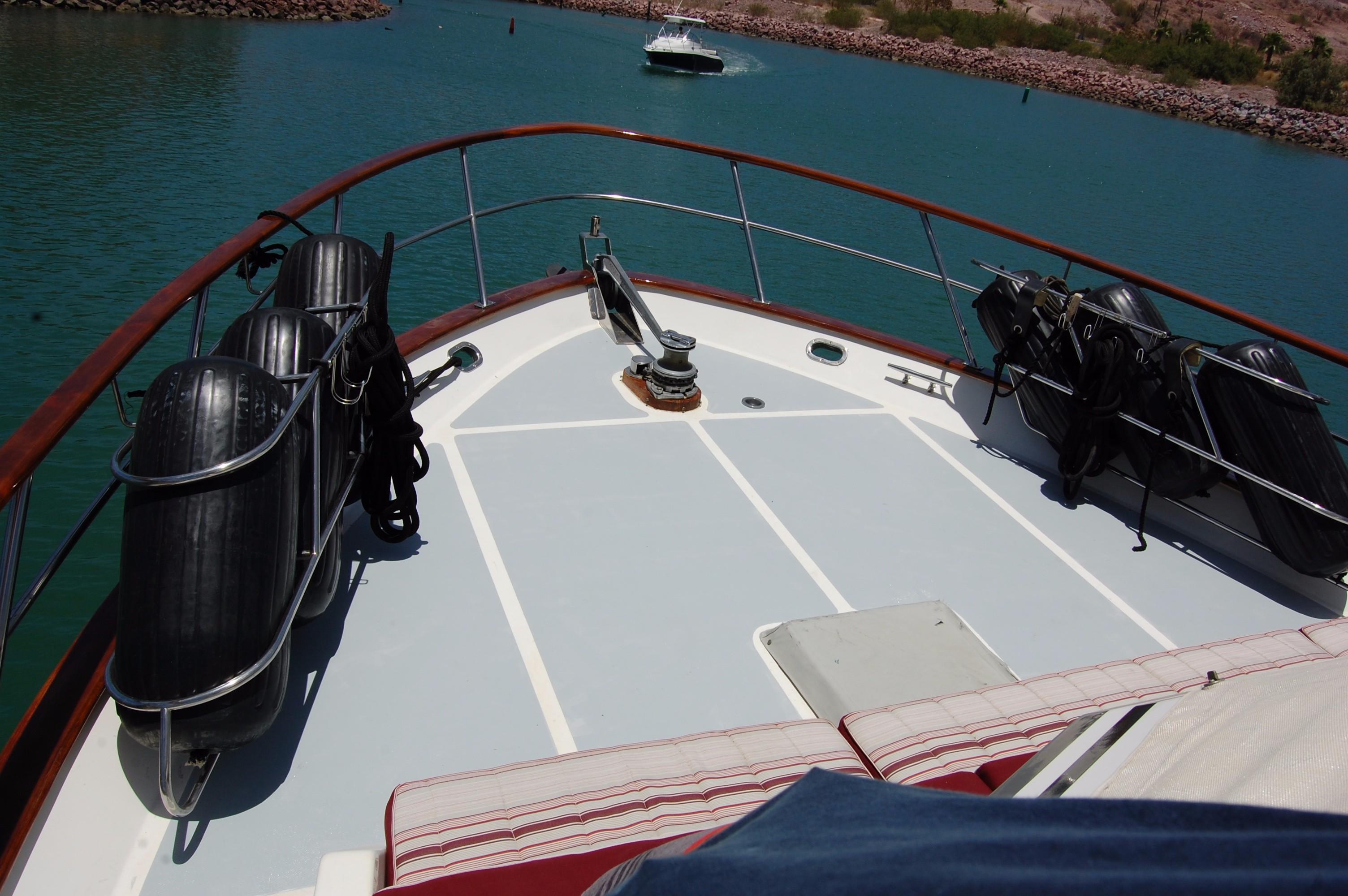 53' DeFever Performance Offshore Cruiser+Photo 7