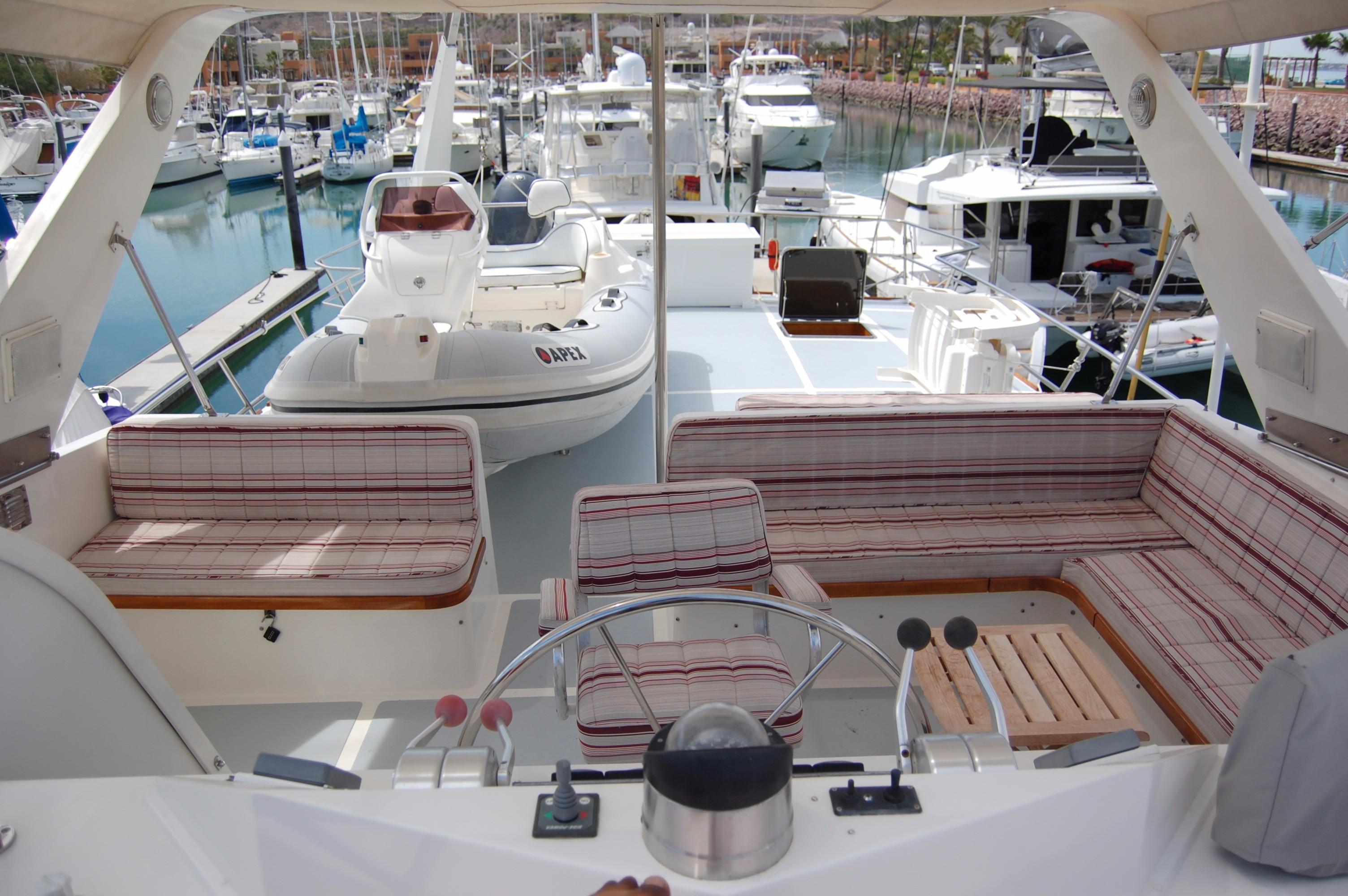 53' DeFever Performance Offshore Cruiser+Photo 17