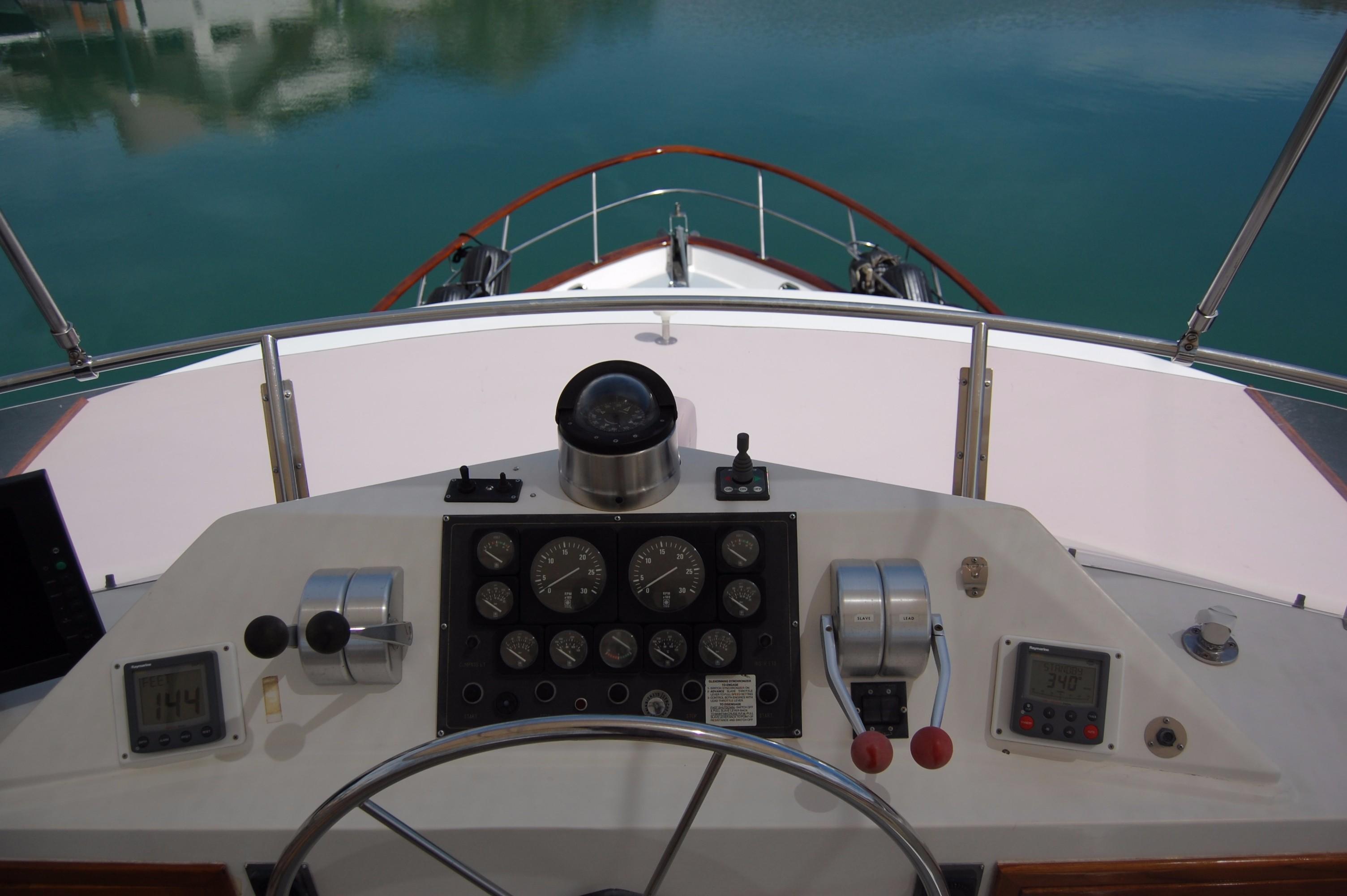 53' DeFever Performance Offshore Cruiser+Photo 19