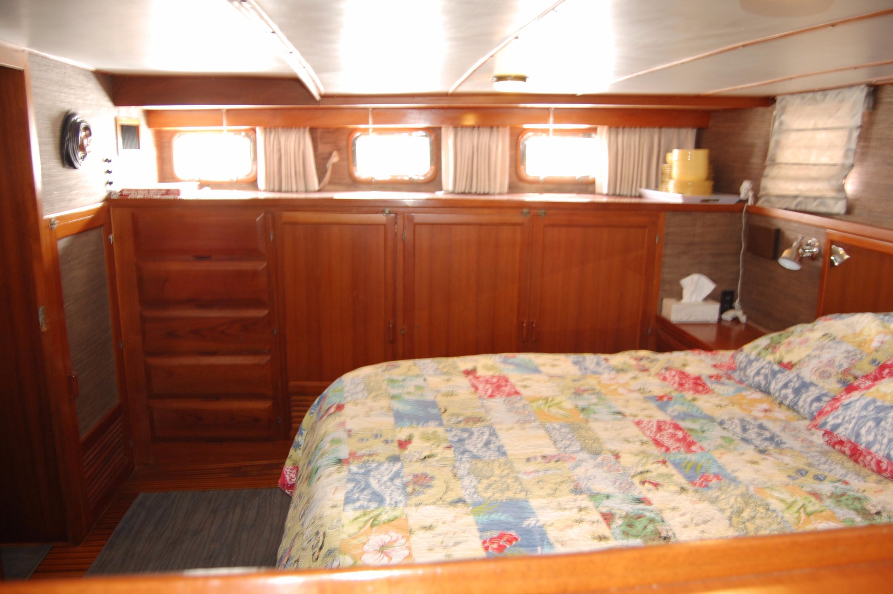 53' DeFever Performance Offshore Cruiser+Photo 23