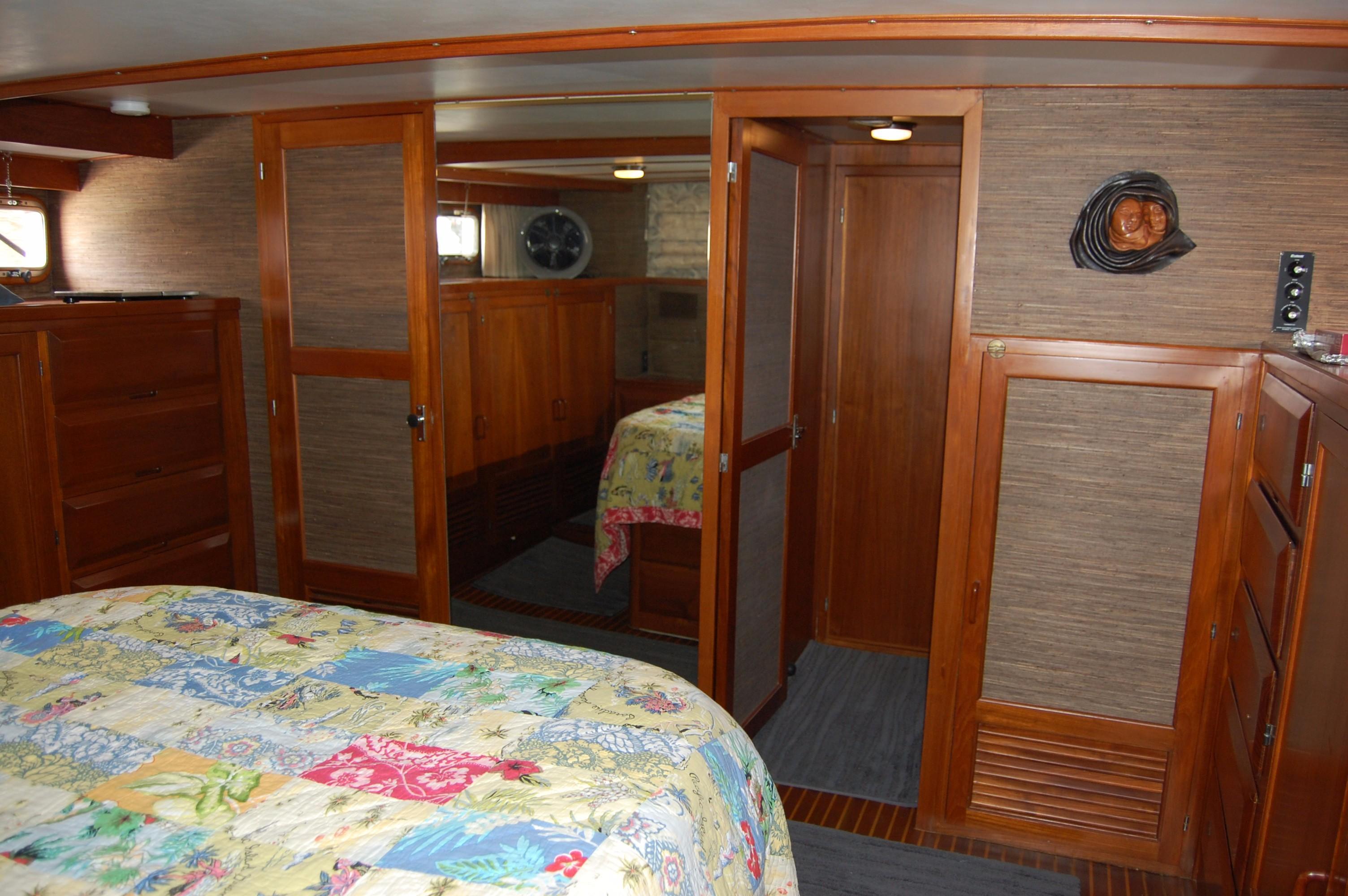 53' DeFever Performance Offshore Cruiser+Photo 25