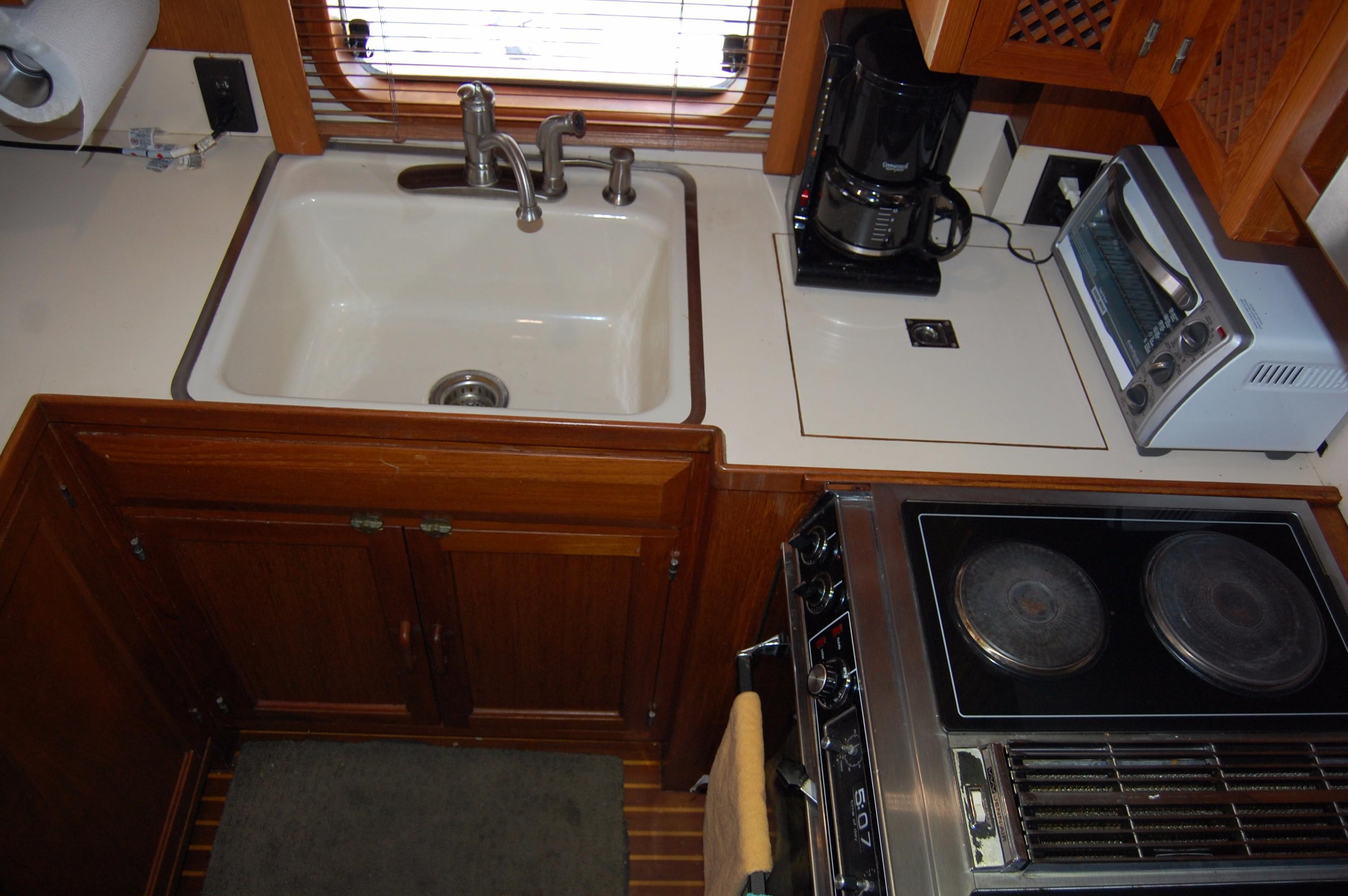 53' DeFever Performance Offshore Cruiser+Photo 44