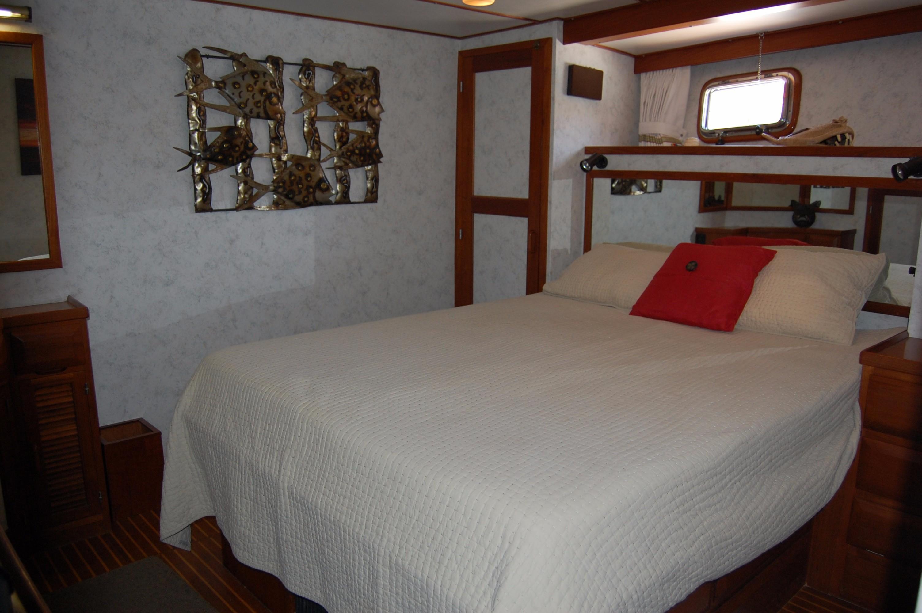 53' DeFever Performance Offshore Cruiser+Photo 57