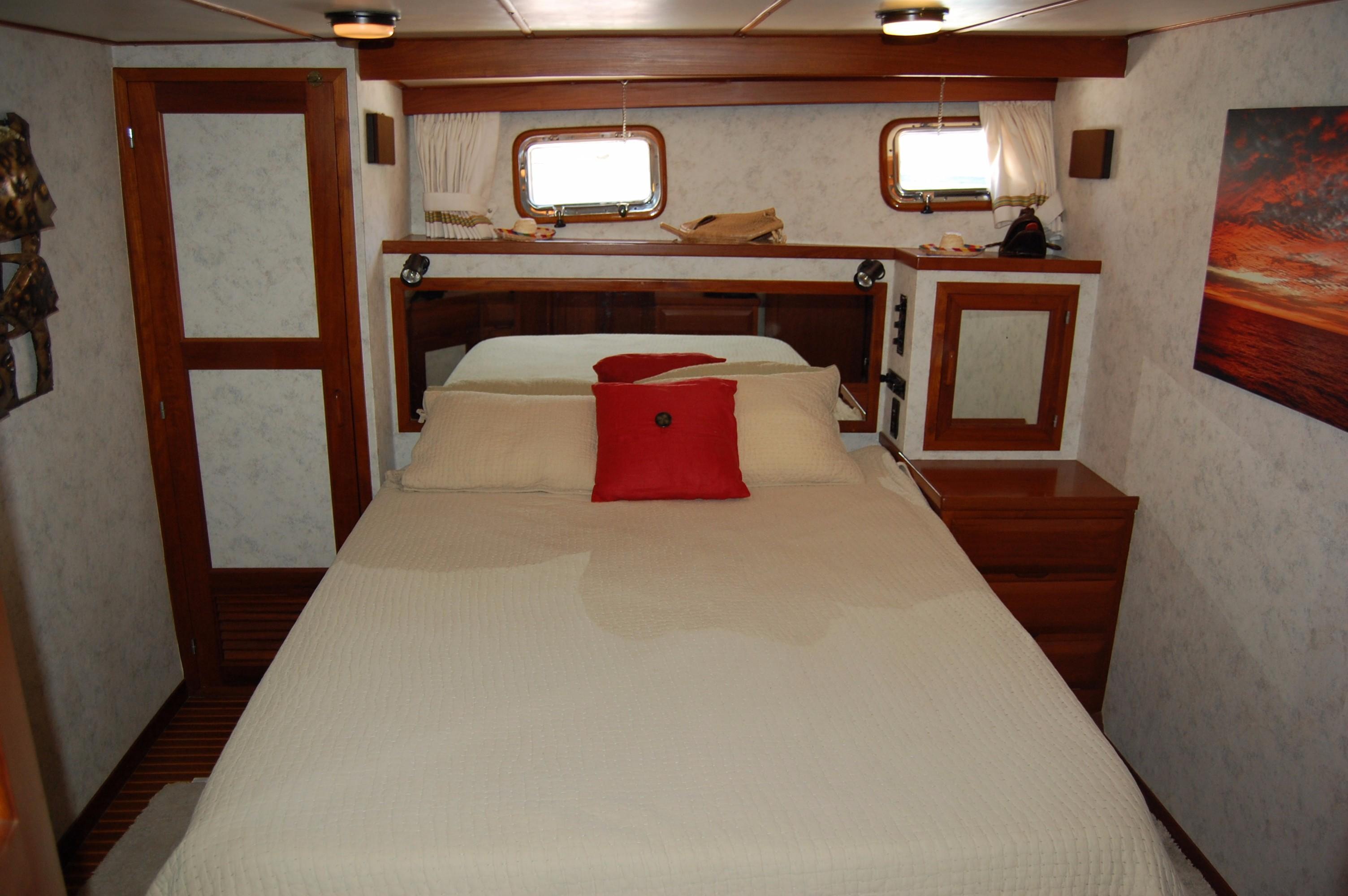 53' DeFever Performance Offshore Cruiser+Photo 58