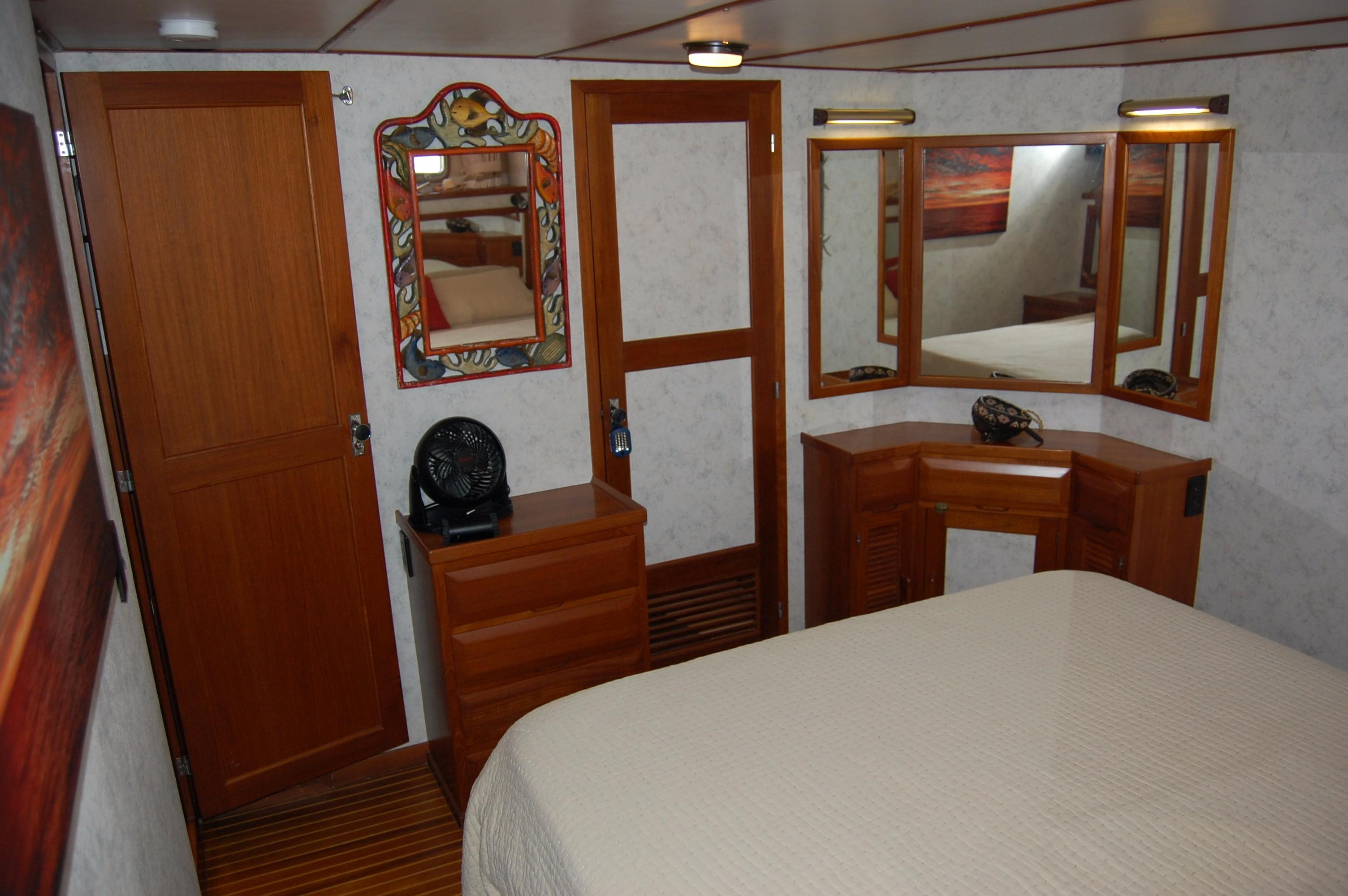53' DeFever Performance Offshore Cruiser+Photo 59