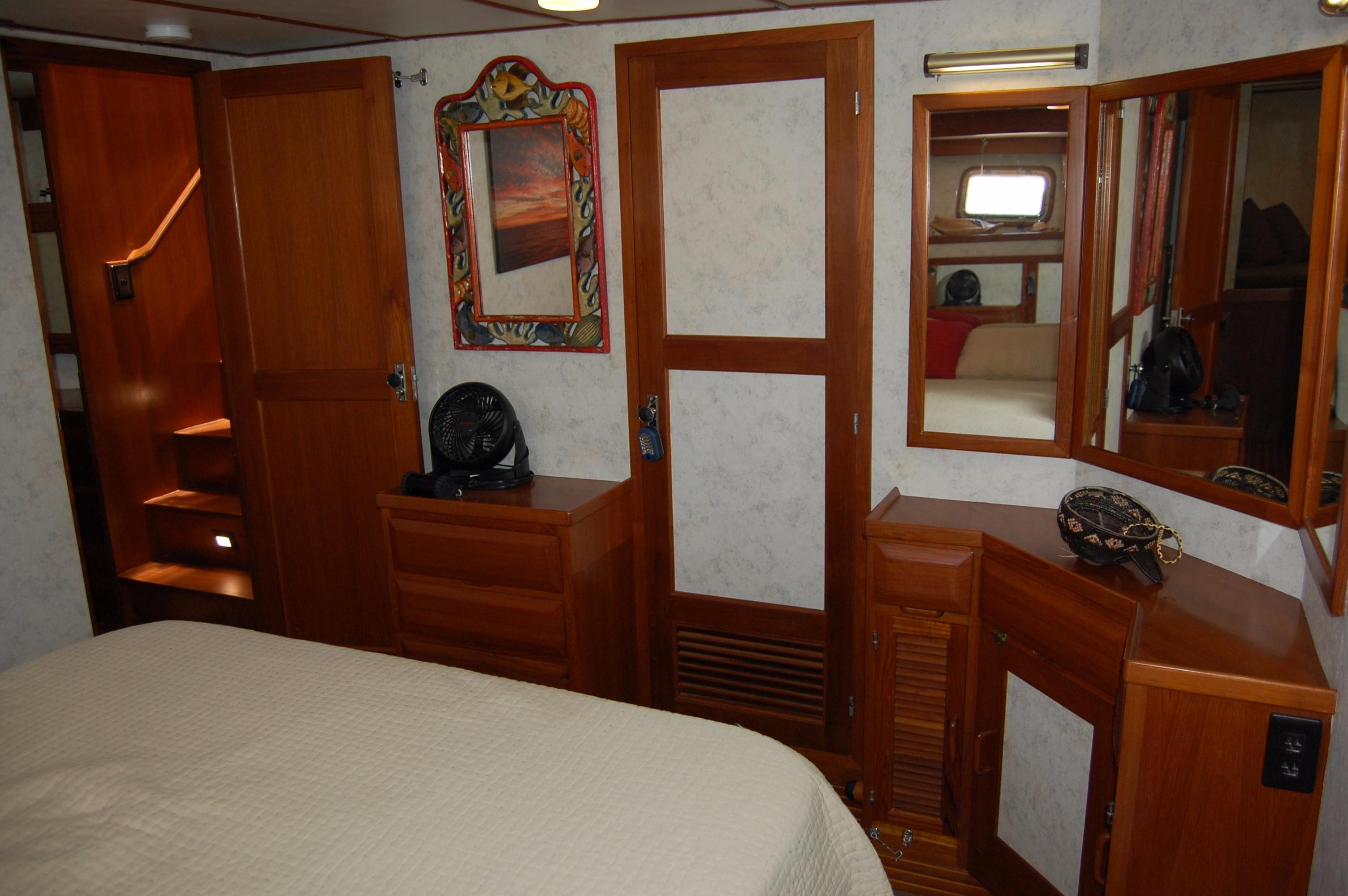 53' DeFever Performance Offshore Cruiser+Photo 60