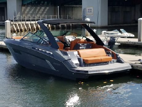 2015 Cruisers Sport Series 338 Bow Rider