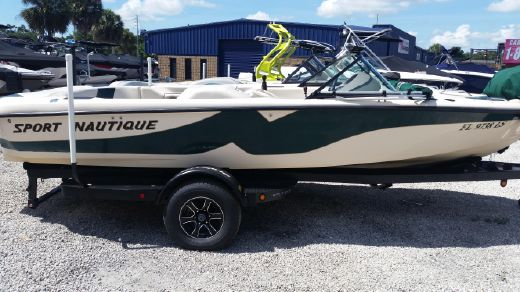 2001 Correct Craft Sport Nautique