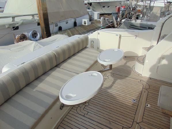 Viking Sport Cruisers 61 Deck