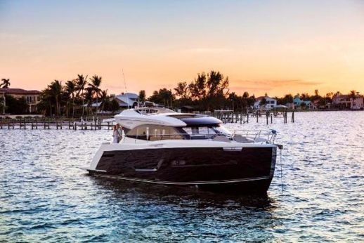 2017 Carver Yachts C52 Coupe