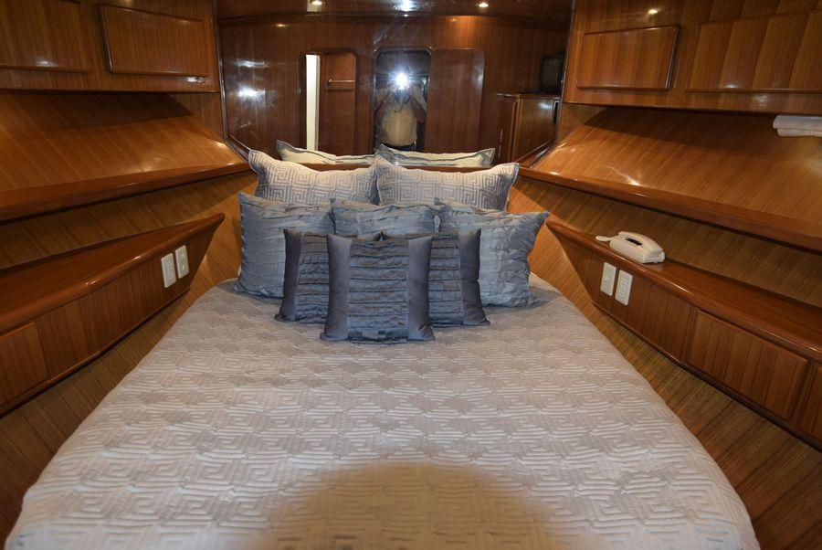 Symbol 50 Pilothouse Guest Bed