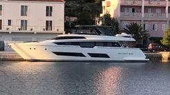 2017 Ferretti Yachts 850