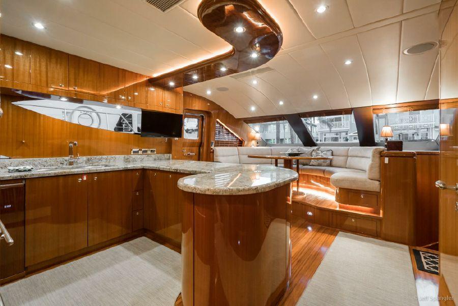 Horizon 82 Skylounge Yacht Master Stateroom