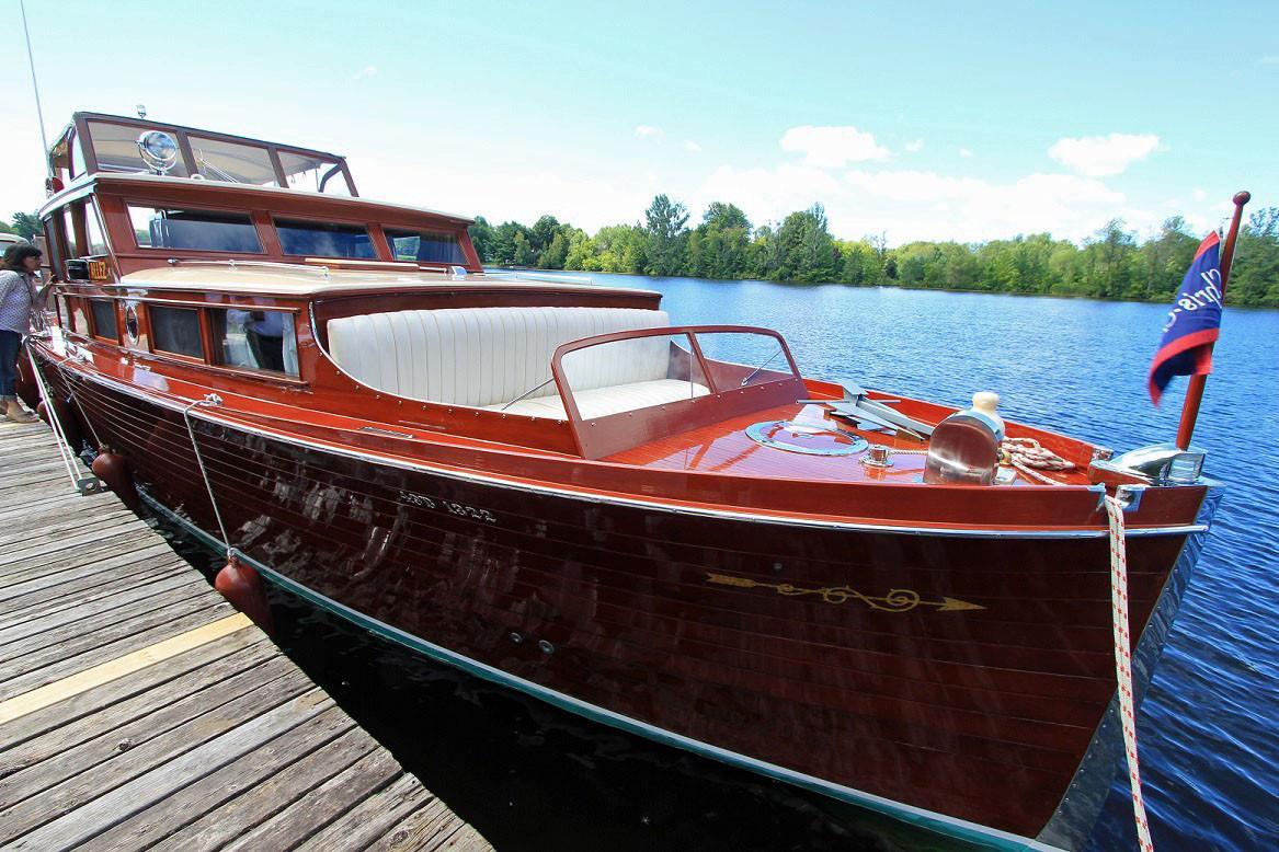 bateau a moteur chris craft