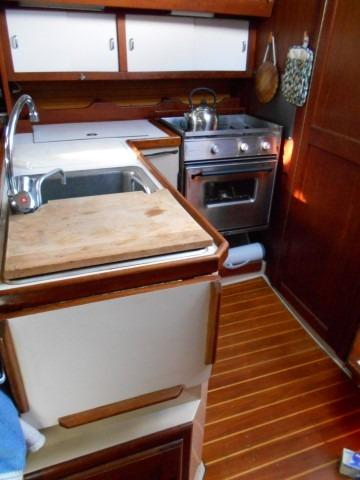 34' Catalina +Photo 23