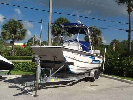 2004 Twin Vee 22 Center Console