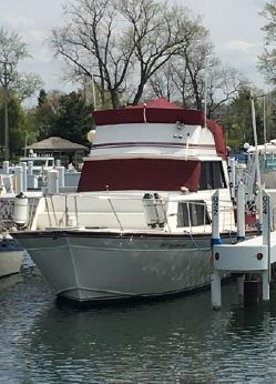 1988 Marinette 32 Sedan Flybridge