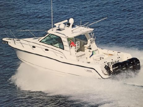 2011 Boston Whaler 345 Conquest