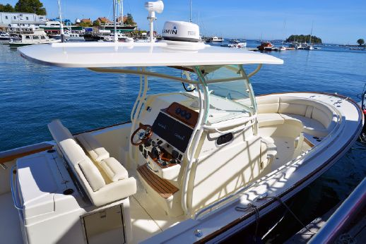2018 Hunt Yachts 32 CC