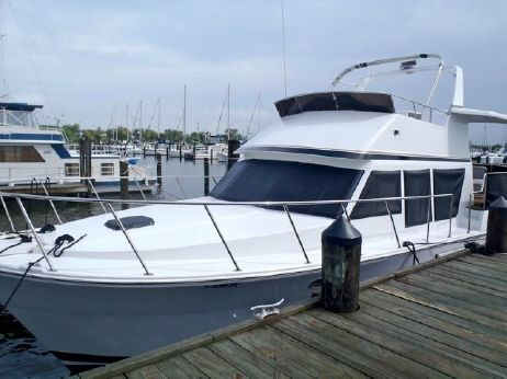 2000 Sterling Grand Cayman Motor Yacht