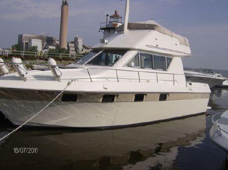 1984 Cruisers Yachts 3380 Chateau Vee