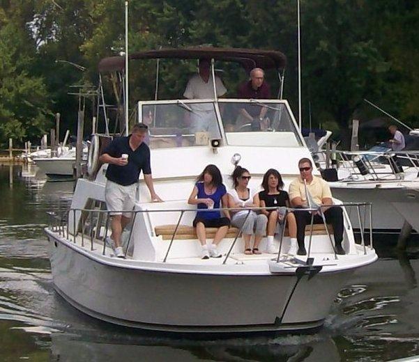 Northern Illinois Marine Dealer: 1981 Carver 33 Mariner Power Boat For Sale