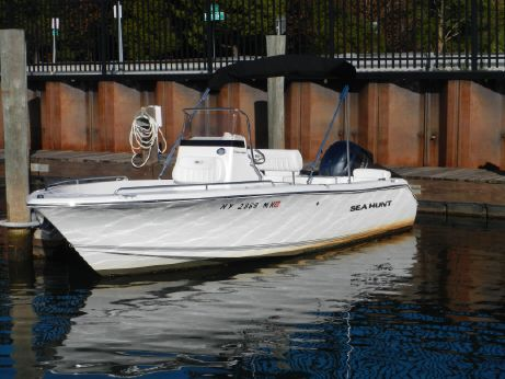 2016 Sea Hunt 188 Triton