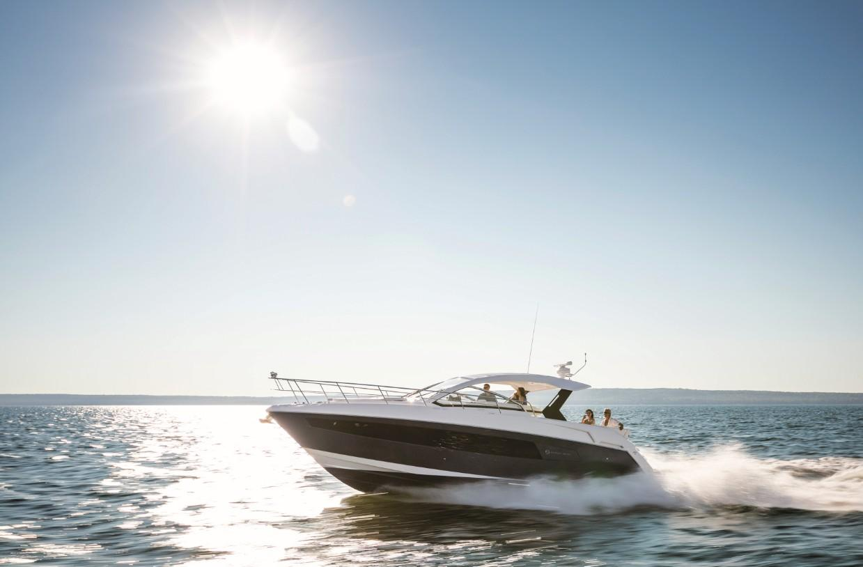 2018 Cruisers Yachts 390 Express Coupe Power Boat For Sale Www Yachtworld Com