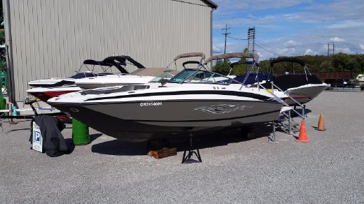 2011 Regal 2520 FasDeck