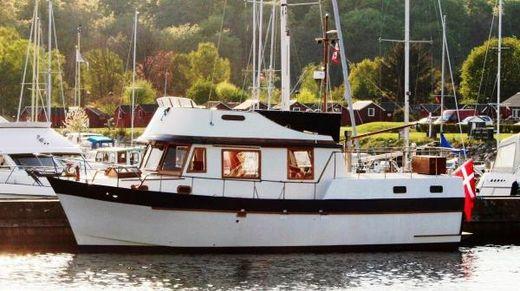 1977 Marine Trader 40 aft cabin