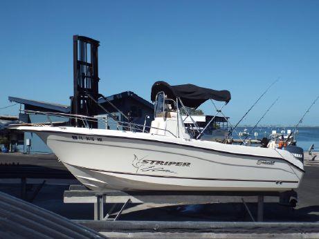 2004 Seaswirl Striper 2101 Center Console O/B
