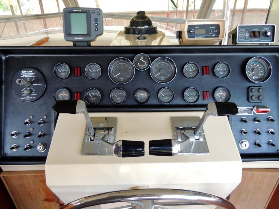 1981 Chris-Craft 410 Commander Yacht Power Boat For Sale
