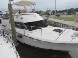 photo of 40' Hatteras Double Cabin