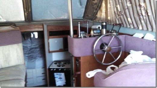 1986 Cruisers Yachts 33 Chateau Vee
