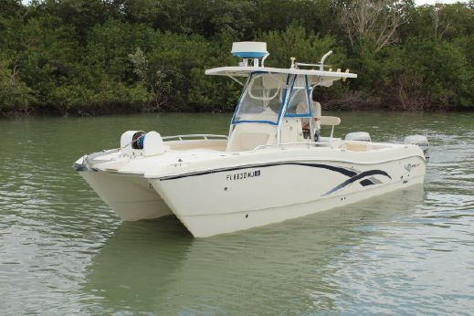 2003 World Cat 270 TE Center Console
