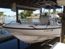 2002 Boston Whaler 21 Outrage