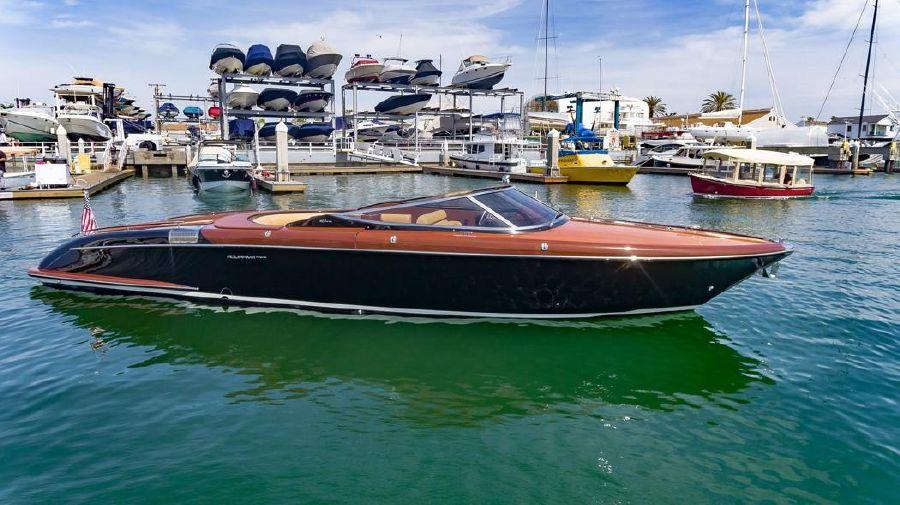 Riva Aquariva Super Yacht Starboard Profile