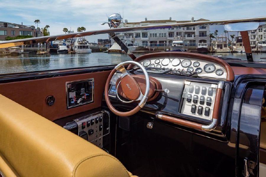 Riva Aquariva 33 Yacht Helm Console